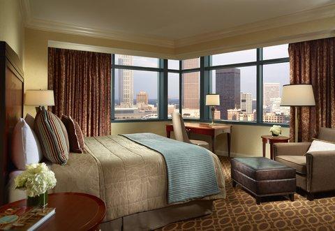 Omni Hotel At Cnn Center - Premier King Room