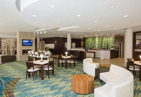 SpringHill Suites Bloomington - Lobby