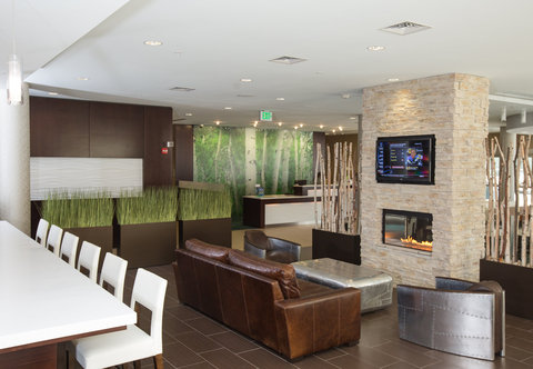 SpringHill Suites Bloomington - Lobby Seating Area
