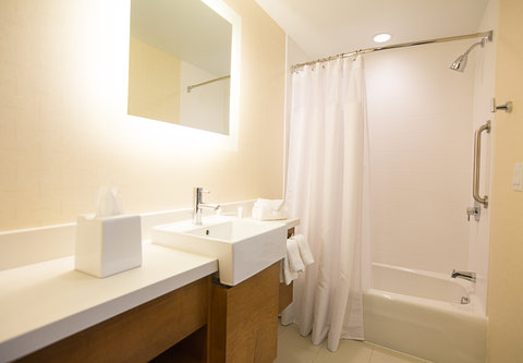SpringHill Suites Bloomington - Guest Bathroom with Shower Tub Combination