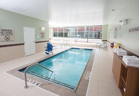 SpringHill Suites Bloomington - Indoor Pool