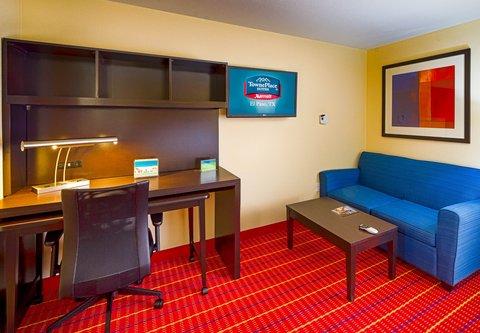 TownePlace Suites El Paso Airport - Studio Suite Work Area