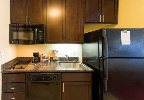 TownePlace Suites El Paso Airport - Studio Suite Kitchen