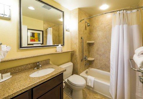 TownePlace Suites El Paso Airport - Studio Suite Bathroom
