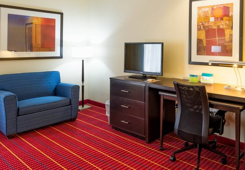 TownePlace Suites El Paso Airport - Accessible Suite Work Area