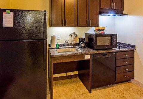 TownePlace Suites El Paso Airport - Accessible Suite Kitchen