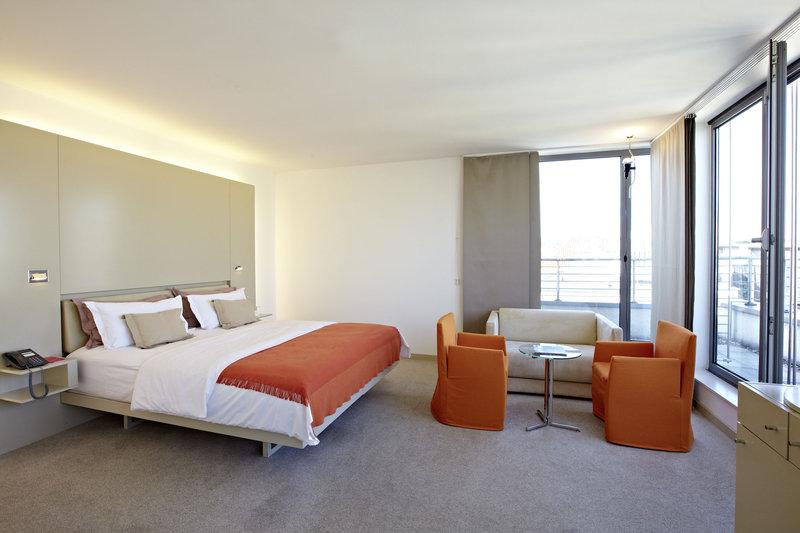 Hotel Josef Odanın görünümü