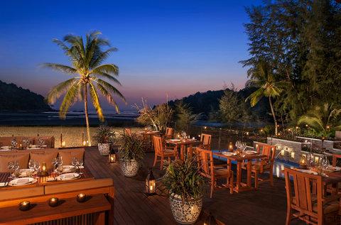 أنانتارا بوكيت ريزورت آند سبا ليان - Sala Layan Restaurant Deck