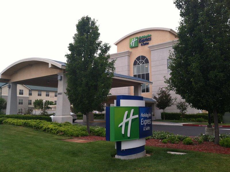 Holiday Inn Express Hotel & Suites Sacramento Airport Natomas 外観