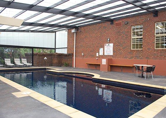 Clarion Hotel On Canterbury Vista da piscina
