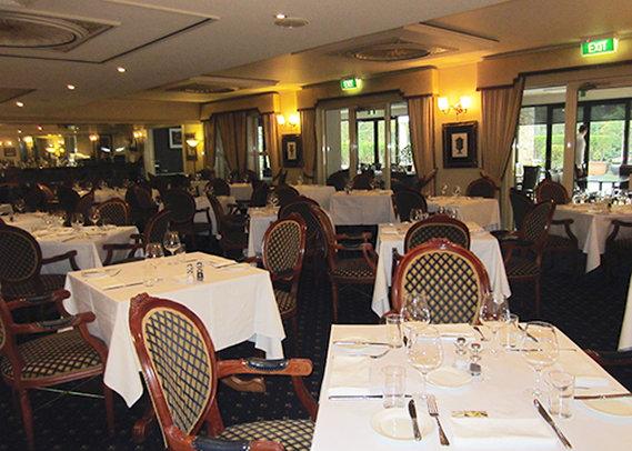 Clarion Hotel On Canterbury Gastronomia
