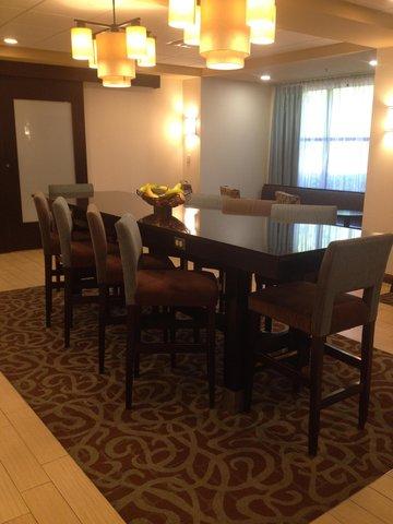 Hampton Inn-Birmingham I-65-Lakeshore Dr - Breakfast Seating
