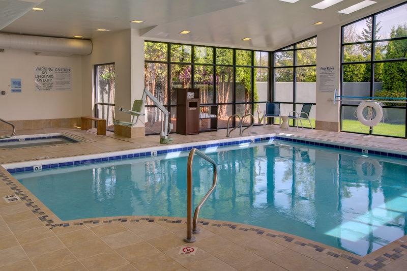 Holiday Inn Express Bellingham Poolansicht