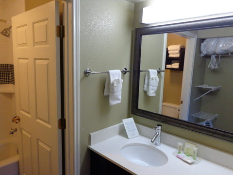 Staybridge Suites CO SPRINGS-AIR FORCE ACADEMY - Guest Bathroom