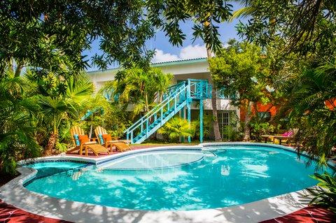 Boardwalk Boutique - Pool