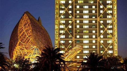 فندق آرتس برشلونة - Hotel Arts At Night With Fish