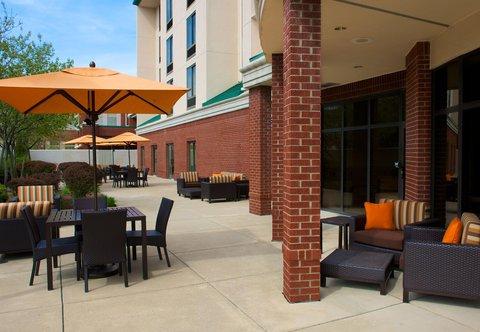 Courtyard Bloomington - Outdoor Patio