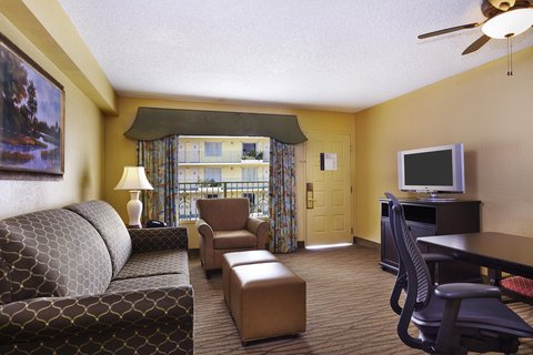 Embassy Suites Fort Lauderdale - 17th Street - Sitting Area in Room