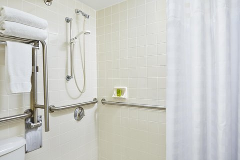 Embassy Suites Fort Lauderdale - 17th Street - Accessible Shower