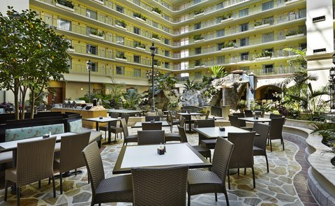 Embassy Suites Fort Lauderdale - 17th Street - Lunch in the Atrium