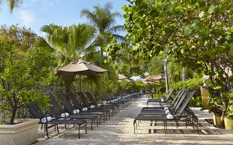 Embassy Suites Fort Lauderdale - 17th Street - Seats by the Pool