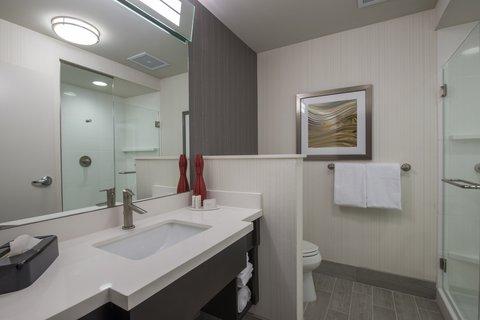 Courtyard Columbus - Guest Bathroom