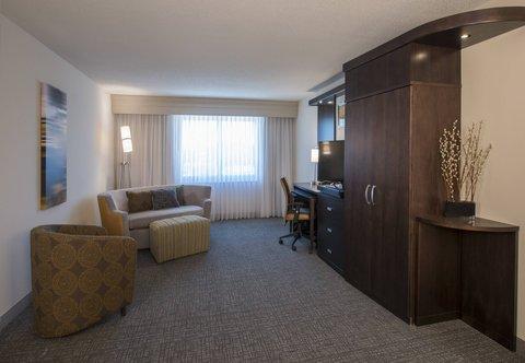 Courtyard Columbus - One-Bedroom Suite   Living Area