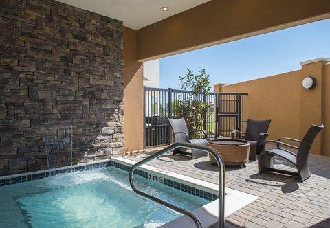 Courtyard Columbus - Outdoor Whirlpool
