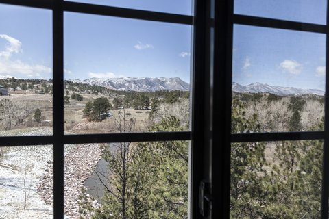 Staybridge Suites CO SPRINGS-AIR FORCE ACADEMY - Suite with a mountain view