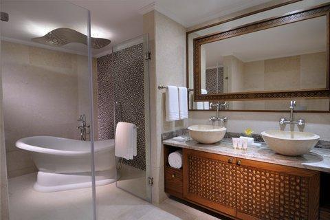 Al Najada Boutique Hotel - Pearl Suite bathroom