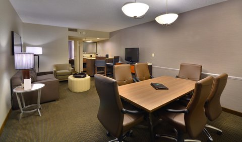 Embassy Suites Hotel-Denver Stapleton - Executive Room Conference Table