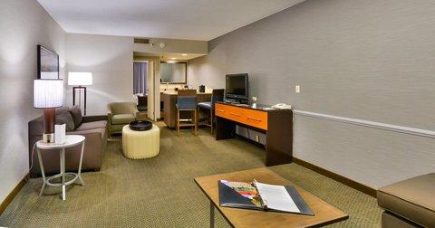 Embassy Suites Hotel-Denver Stapleton - King Corner Suite