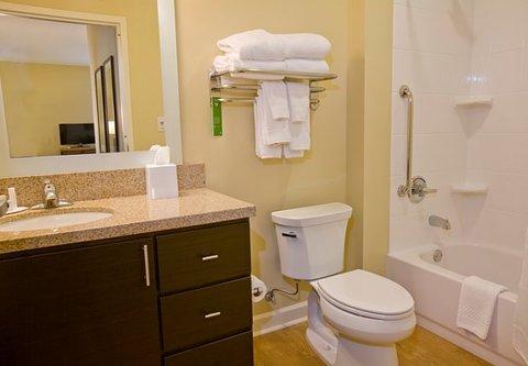 TownePlace Suites Jackson Ridgeland/The Township at Colony Park - Suite Bathroom