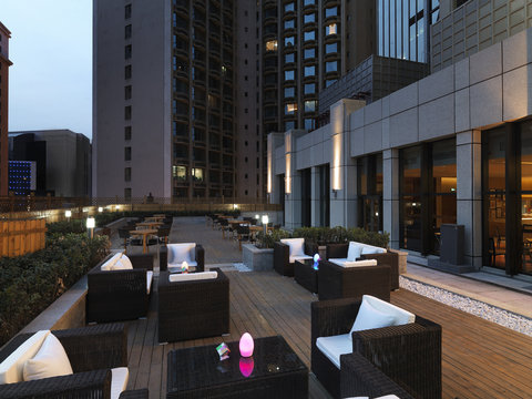 Aloft Hotel Dalian - Backyard