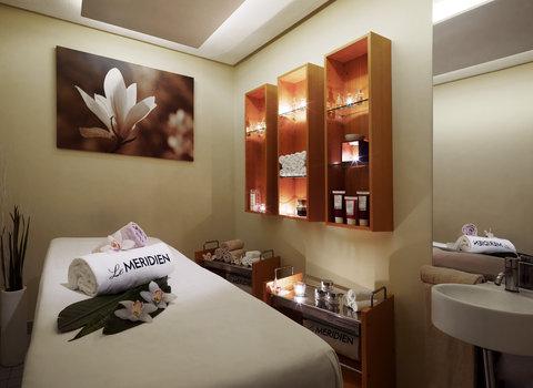 Le Meridien Hamburg - Treatment Room