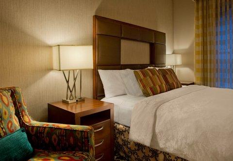 Marriott Courtyard Denver Downtown Hotel - Junior Suite   Sleeping Area