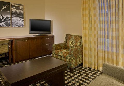 Marriott Courtyard Denver Downtown Hotel - Junior Suite   Living Area