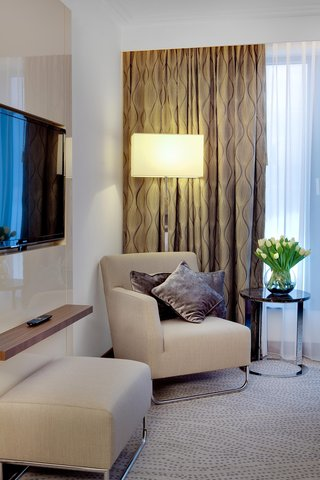 Doubletree by Hilton Warsaw - King One Bedroom Suite