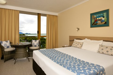 Pacific International Hotel - Chifley Pacific Cairns Executive Room