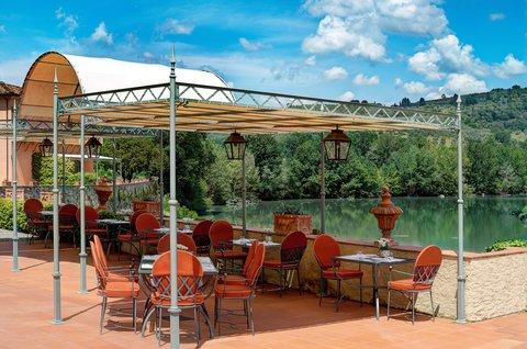 Villa La Massa - Pool Bar - Horizontal view