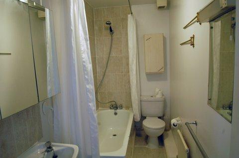 Duxford Lodge Hotel - Highfield House bathroom