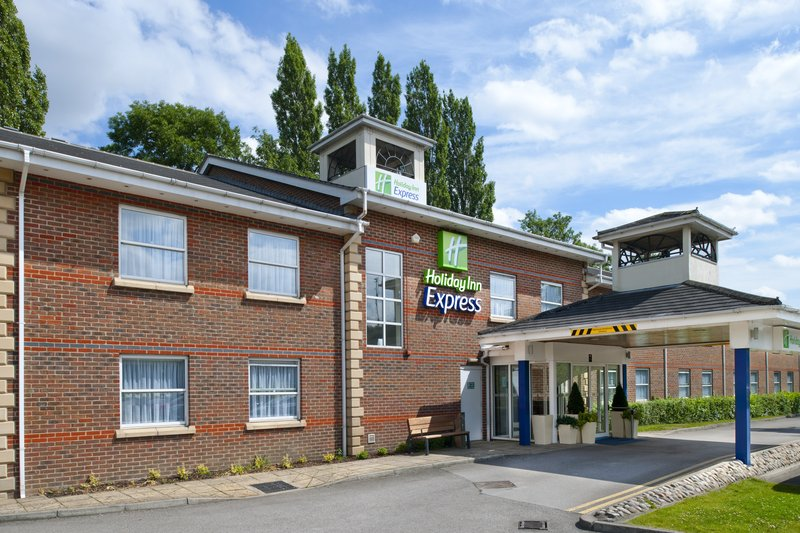 Holiday Inn Express Leeds-East Вид снаружи
