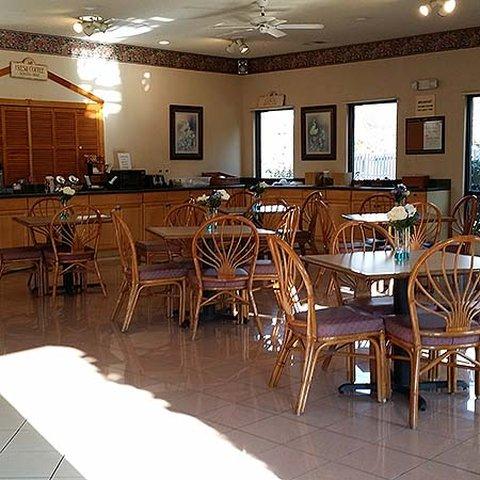 Magnuson Hotel Hardeeville - Breakfast Area