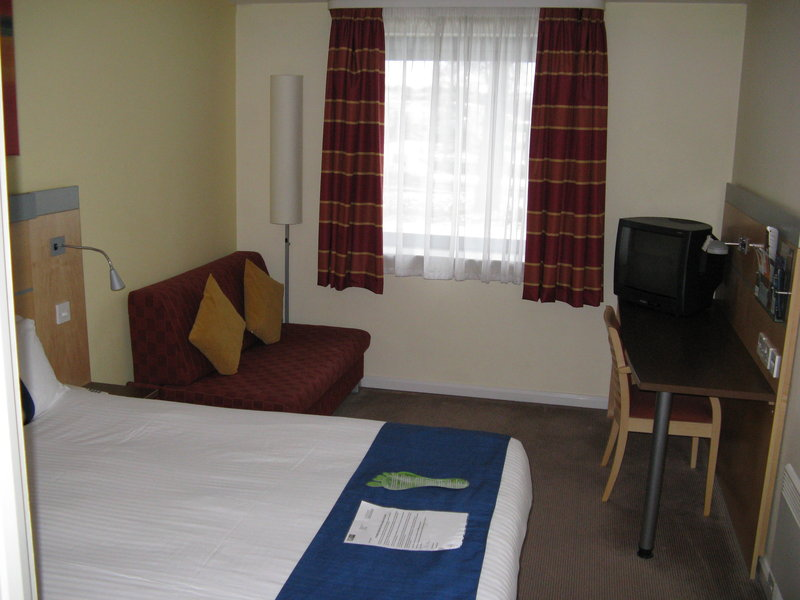 Holiday Inn Express Dunfermline Suite
