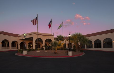 Holiday Inn EL PASO-SUNLAND PK DR & I-10 W - Comfortable seating area in suite
