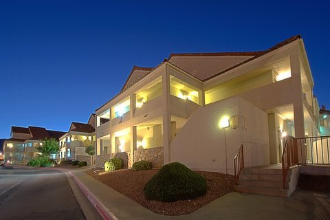 Holiday Inn EL PASO-SUNLAND PK DR & I-10 W - An evening at our El Paso villa-style hotel