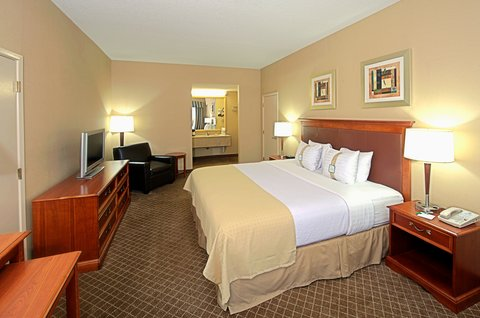 Holiday Inn EL PASO-SUNLAND PK DR & I-10 W - Oversize desk with free WI-FI at our El Paso hotel