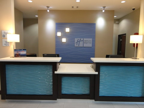 Holiday Inn Express KENEDY - Front Desk