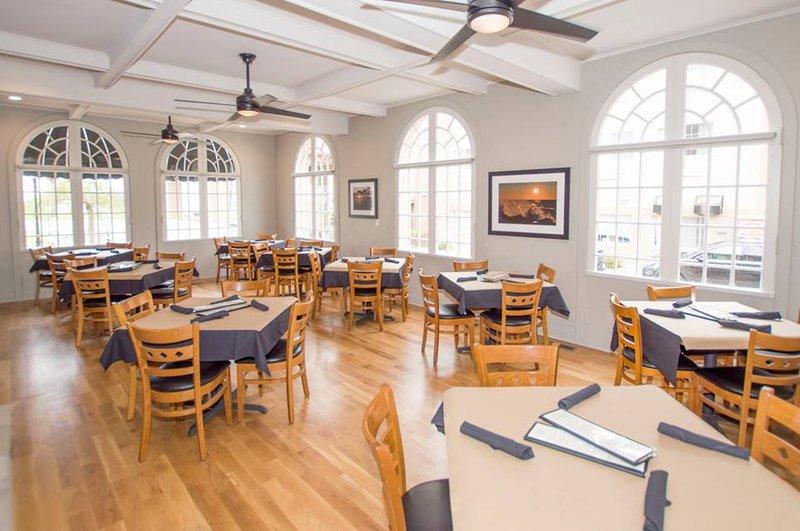Holiday Inn Express Hotel & Suites  ST. JOSEPH Restaurang