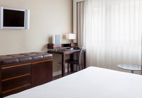 Ac Irla By Marriott - Superior Queen Guest Room Amenities